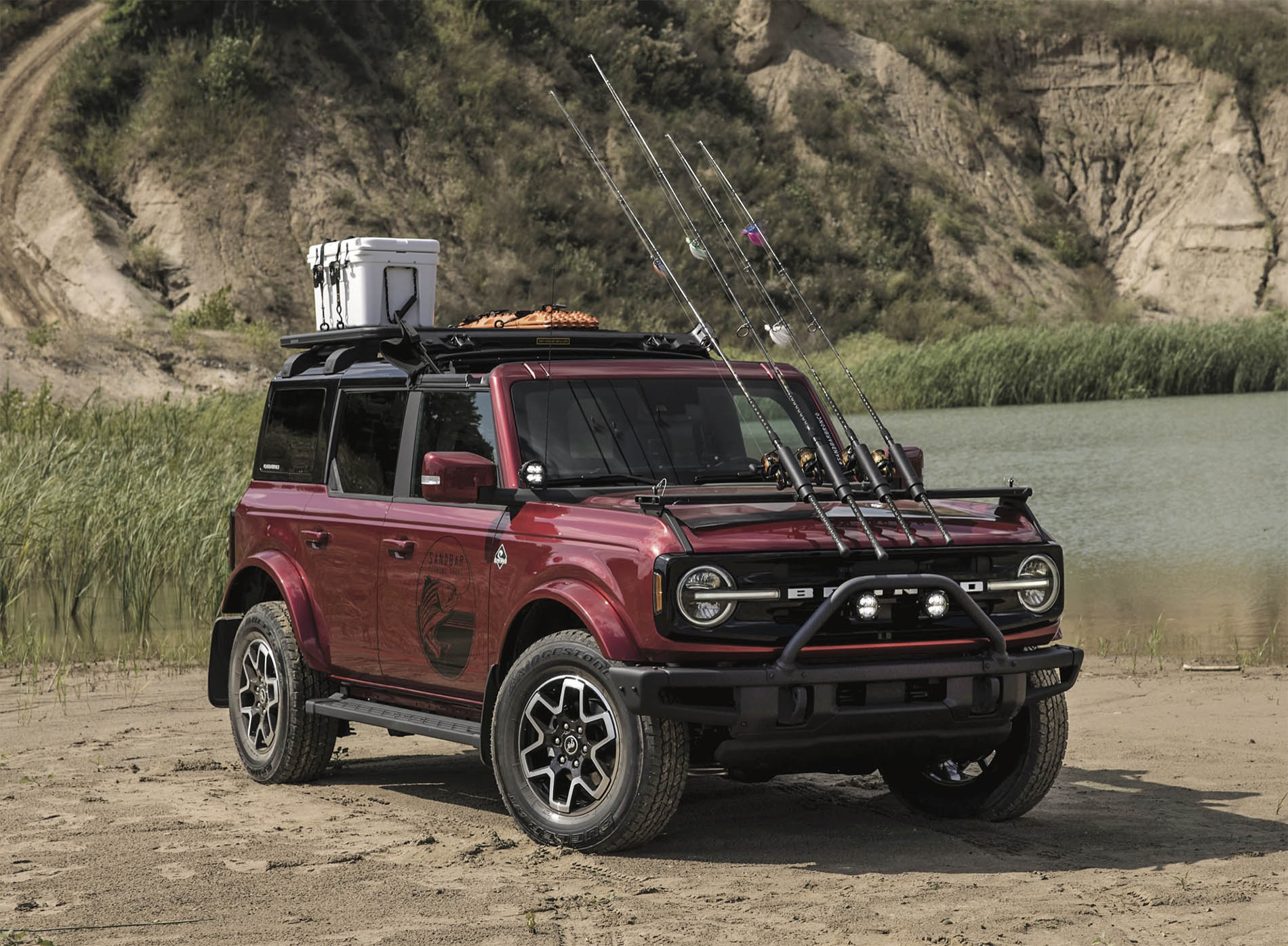2021 Bronco Four Door Outer Banks Fishing Guide Concept.jpg