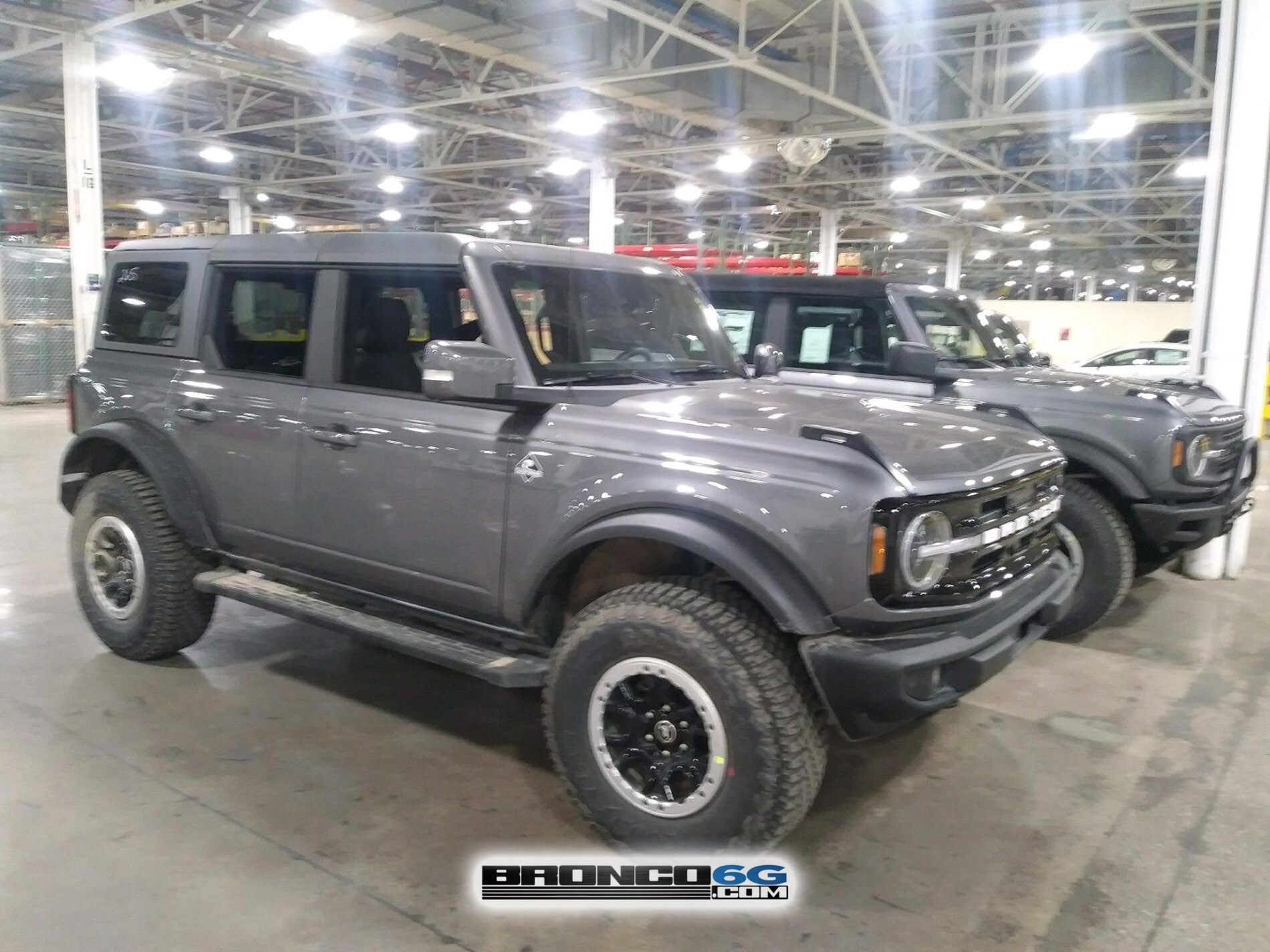 2021 Bronco Sasquatch Carbonized Gray Base + Outer Banks 3.jpg