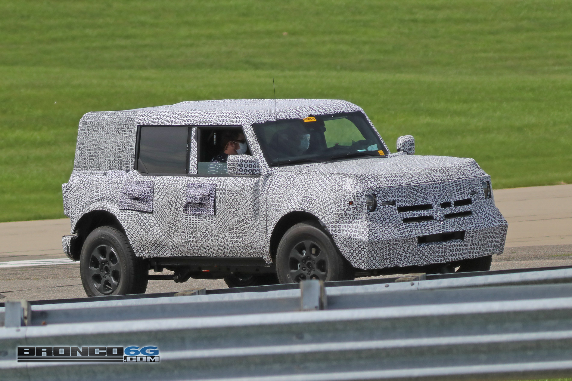 2021 Ford Bronco 4 Door_Less_008.jpg