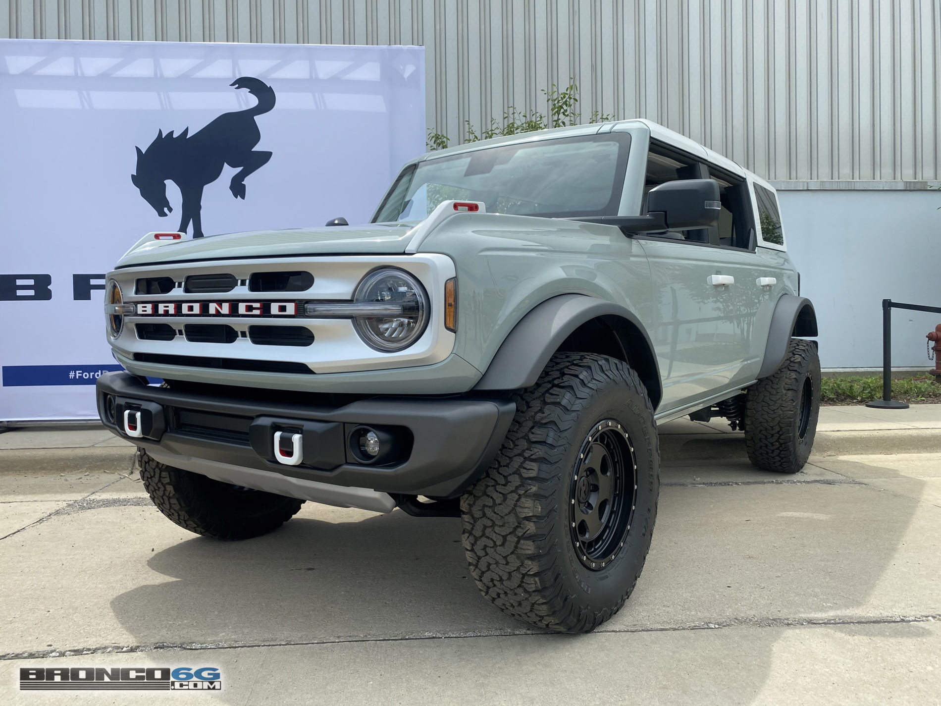 2021 Ford Bronco Cactus Gray White Top IMG_4285.jpg