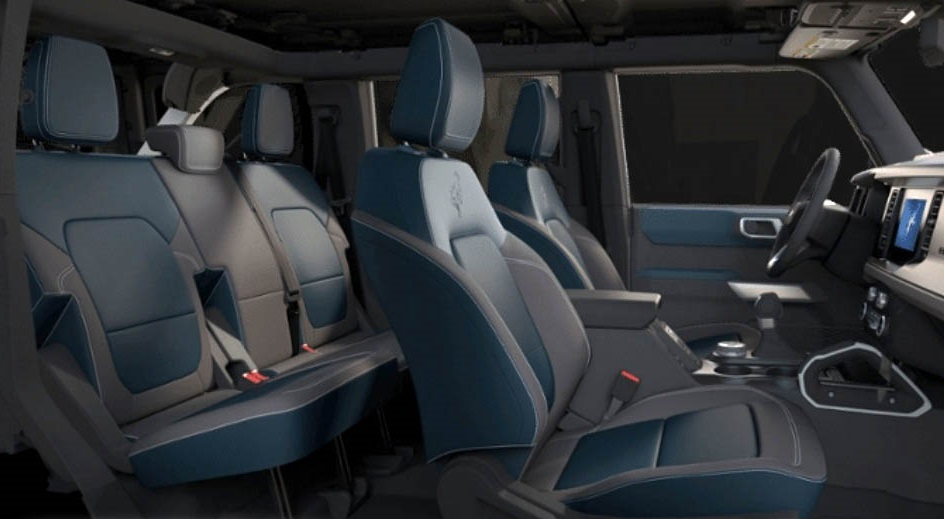 2021-Ford-Bronco-First-Edition-Navy-Pier-Interior-001.jpg