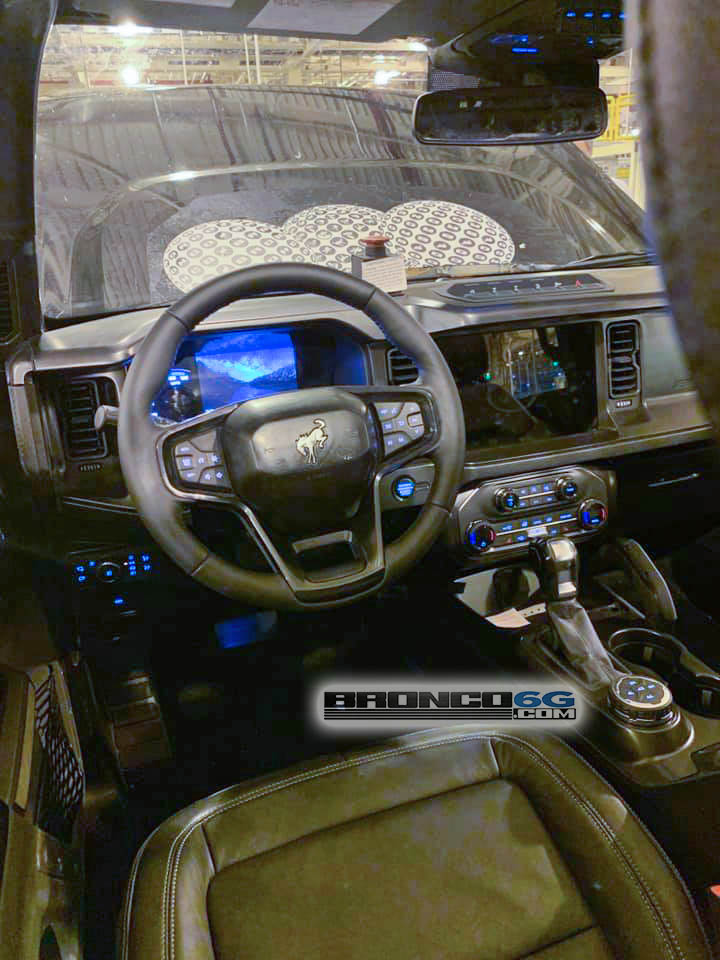 2021 Ford Bronco Interior Leather Badlands Automatic Transmission.jpg