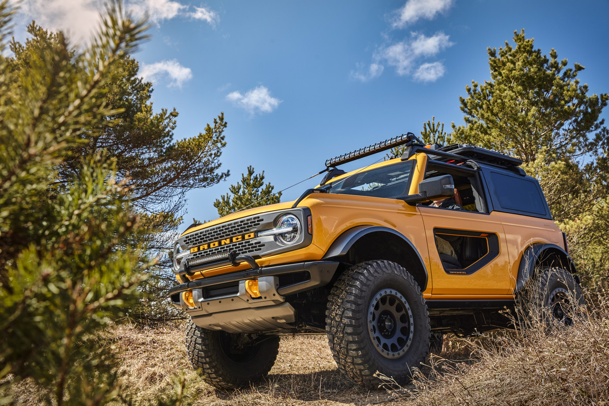 Bronco-2dr-features-05.jpg