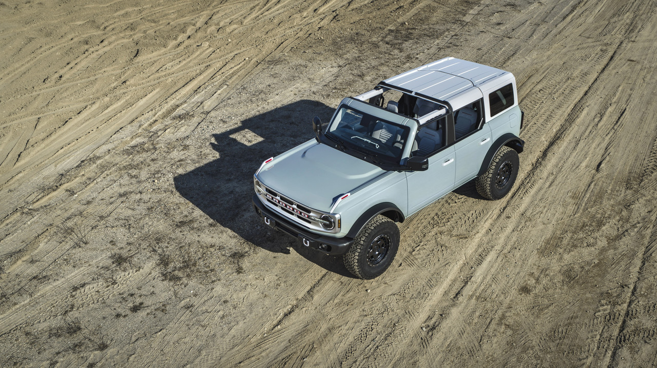 Bronco-4dr-features-04.jpg