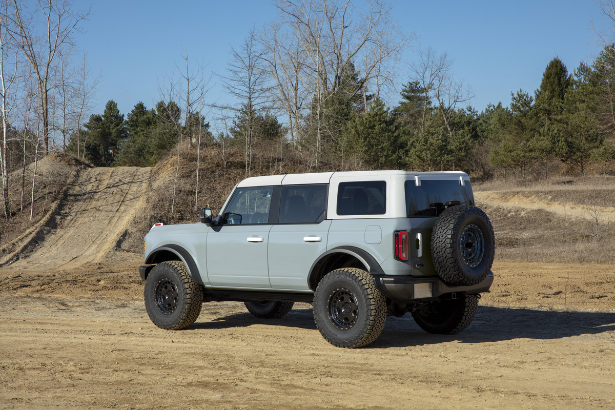 Bronco-4dr-features-06.jpg