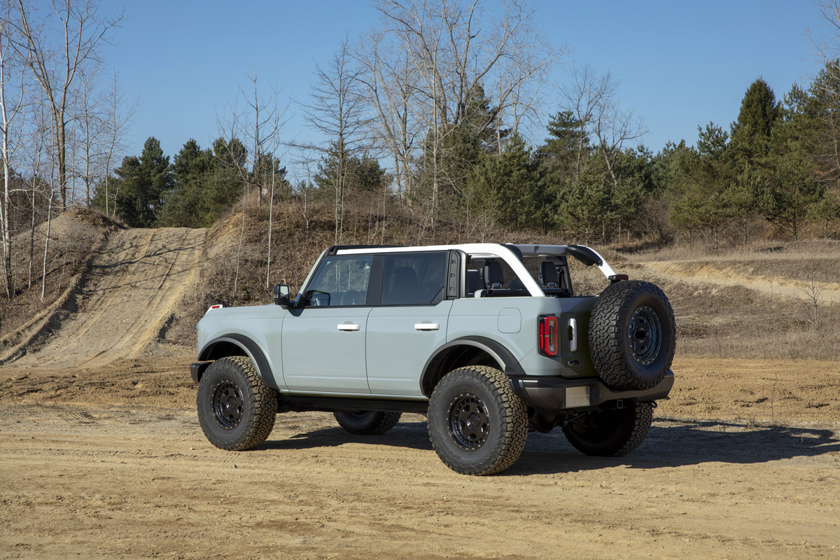 Bronco-4dr-features-09.jpg