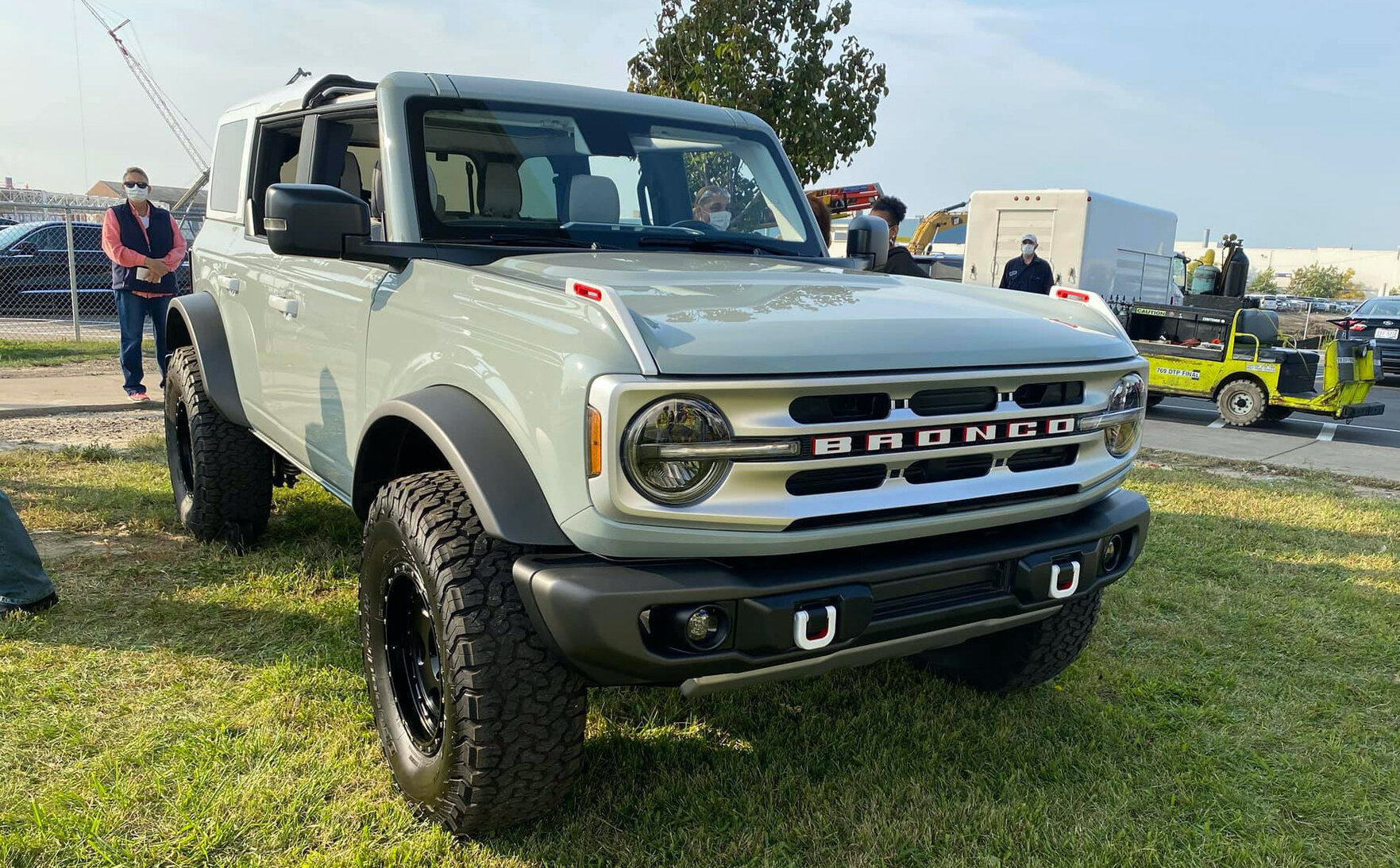cactus-gray-4-door-bronco-launch-vehicle-1.jpg