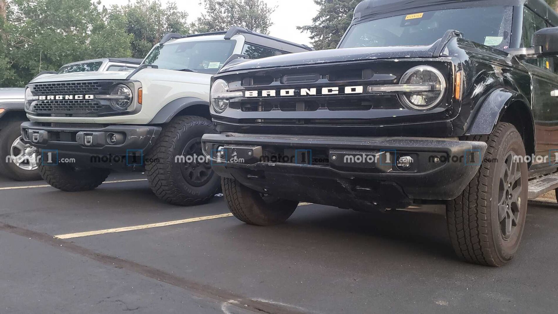 ford-bronco-sasquatch-comparison-front-jpg.jpg