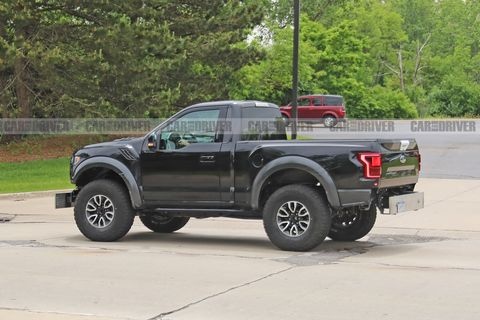 ford-raptor-mule-spy-photo-1559852750.jpg