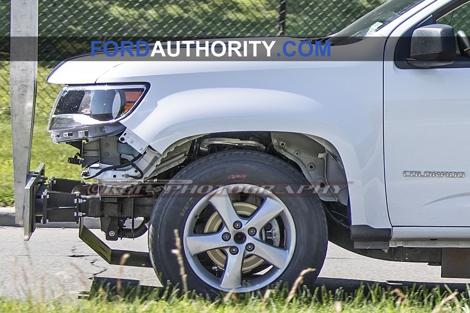 ial-Ford-Bronco-or-Ford-Courier-Pickup-Mule-with-Chevrolet-Colorado-body-Spy-Shots-July-2019-012.jpg