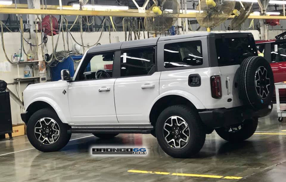 Oxford White Outer Banks 2021-Bronco Factory Production Line Plant.jpg