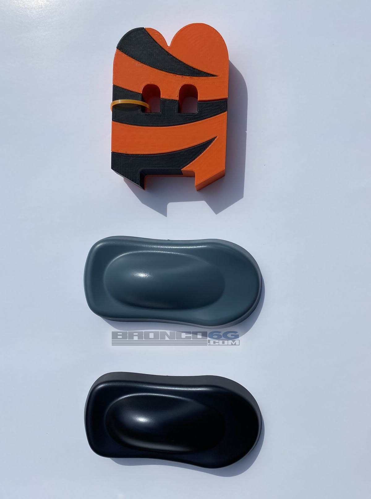 Paint Samples of 2021 Bronco colors Area 51 vs Antimatter Blue 1.jpg